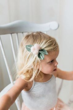 These sweet Cotton Patch Berries are made of a fluffy light blush felt roving with olive green leaves. With Berries measuring at about 1.25 cm, makes this felt flower hair clip or headband perfect for little heads! Choose from the drop down menu to have these felt Berries arrive on
