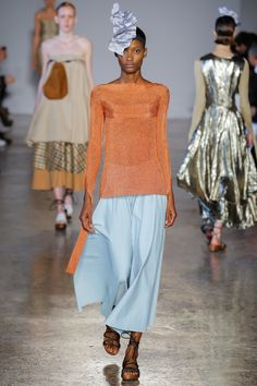 See all the Collection photos from Lucio Vanotti Spring/Summer 2018 Ready-To-Wear now on British Vogue Italian Fashion Designers, Knitwear Fashion, Vogue Russia, Fashion Show Collection, Spring Summer 2018, Vogue Paris, Fashion Week, Fashion Details, Catwalk