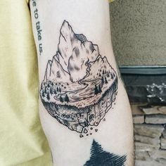 Mountain island right in the ditch! Thanks Weston! ✨ Lost all the photos of flash tattoos from the flash weekend a while back. If you came in on day 2 or 3, it'd be so cool if you could send me a nice photo of your piece!