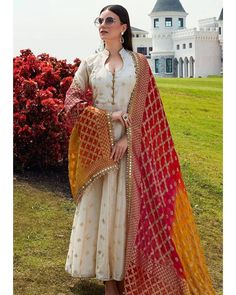 Monsoon fashion: – The Mommypedia Designer Salwar Kameez, Indian Attire, Indian Outfits, Indian Wear, Party Wear Indian Dresses, Dress Indian Style, Party Wear Kurtis, Bridal Dresses, Pakistani Dress Design