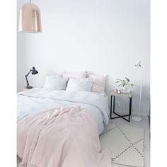 은은하니 컬러들이 참 편안하게 다가오는 침실인테리어들 입니다 조용한 느낌이 감도는 침실인테리어 하기...
