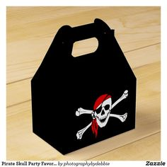 Pirate Skull Party Favor Box Pirate Party Favors, Party Favors For Kids Birthday, Kids Birthday Party Invitations, Pirate Birthday, 5th Birthday, Birthday Gifts, Pirate Skull, Childrens Party, Favor Boxes