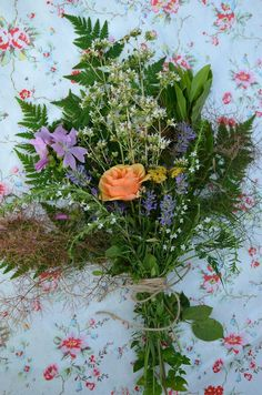 edible bouquets, To make the offering even more of a 'proper' gift, add a little recipe card featuring one or more of the plants in the herbal bouquet – a soup, a salad dressing, even sugared rose petals for cake decorating...