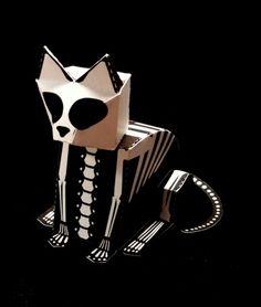 In der Knisterkiste gibt es einen Bastelbogen für eine Halloween-Skelettkatze zum Runterladen. Huuuuuh!