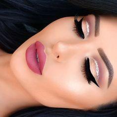 dramatic cat eye makeup,rosey lips