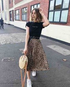 full skirt outfit 8 ways to wear the midi skirt Full Skirt Outfit, Long Skirt Outfits, Midi Skirt Outfit Casual, Mode Outfits, Casual Outfits, Fashion Outfits, 00s Fashion, Fashion Killa, Fashion Ideas