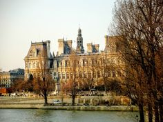 Na Janelinha para ver tudo: A belíssima arquitetura do Hôtel de Ville, a…