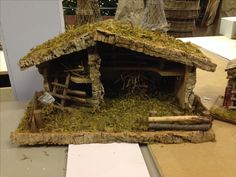 Stable/hut for an nativity Christmas Nativity Set, Handmade Christmas, Christmas Time, Nativity Stable, Nativity Crafts, Diy For Teens, Diy Projects For Teens, House Architecture Styles, Paint Colors For Living Room