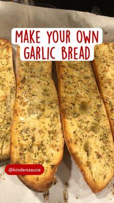 Healthy Garlic Bread, Best Garlic Bread Recipe, Homemade Garlic Bread, Cheesy Garlic Bread, Garlic Recipes, I Love Food, Good Food, Yummy Food, Favorite Recipes