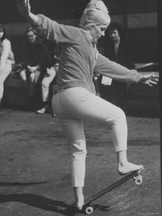 Patti McGee, the 1965 Woman's first National Skateboard Champion Patti Mcgee, Skateboard Companies, Old School Skateboards, Skate Girl, Bmx Girl, Skateboard Girl, Skateboard Clothing, Somebody To Love, Golf Humor