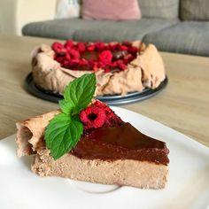 Pudingovy lavas cheesecake od @fit.and.rea    Recept je uuplne jednoduchy:  1/2 @lavas_zdravychlieb  25 van... Lava, Tiramisu, Ethnic Recipes, Fit, Shape, Tiramisu Cake, Pallet