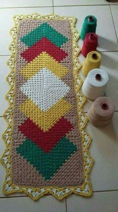 Diy Crafts - Granny Square Runner Pattern Diagram and Inspiration ⋆ Crochet Kingdom Crochet Mat, Crochet Carpet, Crochet Squares, Crochet Home, Filet Crochet, Love Crochet, Crochet Granny, Crochet Table Runner, Crochet Tablecloth
