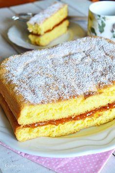 Baracklekváros piskóta szelet - nem csak kezdő háziasszonyoknak Naan, Cake Recipes, Pancakes, Food And Drink, Sweets, Baking, Breakfast, Pastries, Foods