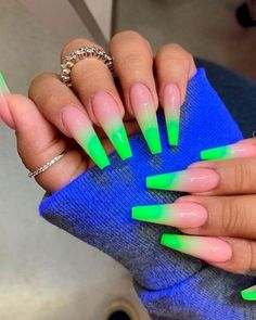 Cute long coffin shaped neon green ombre nails for summer 2019 Neon Green Nails, Neon Nails, My Nails, Bright Nails Neon, Trendy Nails, Cute Nails, Classy Nails, Wedding Nail Polish, Sunflower Nails