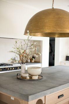 New Kitchen Designs, Kitchen Trends, Kitchen Ideas, Kitchen Interior, Kitchen Decor, Kitchen Styling, Shaker Style Doors, Interior Decorating, Interior Design