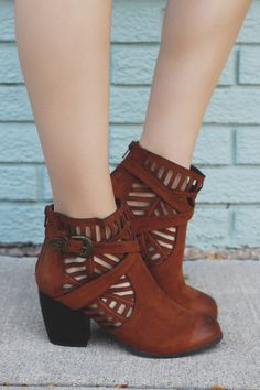 Cute Boutique Boots For Every Occasion Ankle Booties, Bootie Boots, Shoe Boots, Shoes Heels, Pretty Shoes, Cute Shoes, Me Too Shoes, Dream Shoes, Crazy Shoes