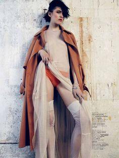 Calze di seta Champs Elysées Cervin Paris - Culotte di seta linea lingerie fully fashioned stian-foss-fille-aux-cheveux-noirs-sans-jupe-jalouse-magazine-mai-2014