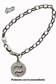 Comprar Pulsera Géminis en plata con tu Ascendente Pulsera con medalla de 19 mm realizada en plata de Ley con terminación mate y brillo. La medallita es del signo de Géminis y va personalizada con tu Ascendente. Esta joya se entregara con estuche y un pequeño pergamino con las características de tu horóscopo. Venta de joyas astrológicas en Plata de 925, pulseras con ascendente y el signo astral de Géminis. Diamond, Jewelry, Shopping, Pergamino, Silver Jewellery, Zodiac Signs, Sterling Silver, Gemstones, Jitter Glitter