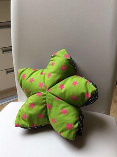 Kissen - Zuckersüßes Sternkissen, grün/pink, Sterne/Punkte - ein Designerstück von Alani11 bei DaWanda