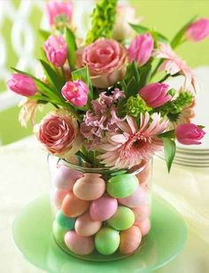 Easter Egg Vase | 8 Awesome DIY Easter Decor Ideas