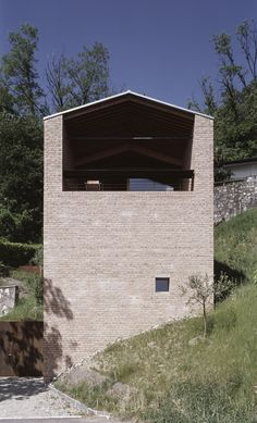 Wespi & de Meuron. Casa MÜ a Morcote, Ticino, Switzerland. Photography Hannes Henz.