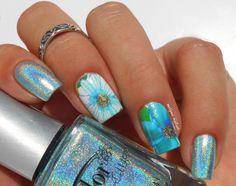 Bonjour à toutes!!     Aujourd'hui je vous présente un nail art rapide et facile, réalisé avec les water decal de chez Born Pretty Store et le sublime vernis holographique Angel Kiss de c…