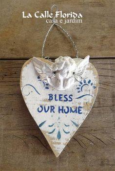 Coração Branco Madeira reciclada Anjo em resina medida 13 cm X 11 cm medida total 20 cm R$ 35,00