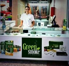 En Bahía Plaza está Ana esperándote para que pruebes Green Smoke #vapeo #ecigs pic.twitter.com/TyRBxbIH8F #Algeciras #cigarrilloselectronicos #greensmoke