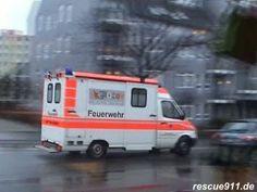 RTW 11/32 BF Saarbruecken  #Saarland Rettungswagen der Saarbruecker #Feuerwehr [Wache 2] auf Alarmfahrt in #Homburg Richtung Universitaetsklinikum fuer eine Notfallverlegung. Gefilmt aus einer Baeckerei - by Dirk Steinhardt - http://www.rescue911.de - #Homburg [Saar], #Saarland, #Deutschland - 02.2008 #Homburg #Saarland http://saar.city/?p=17124