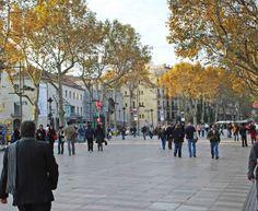 LA RAMBLA DE BARCELONA - Rua famosa do centro de Barcelona, Espanha. Liga a Praça da Catalunha ao Porto Velho. 'Ramla' é uma palavra árabe que significa 'leito de rio seco'.
