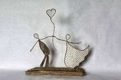 Risultati immagini per How to do Epistyle wire and paper craft Wire Crafts, Diy And Crafts, Arts And Crafts, Diy Projects To Try, Craft Projects, Sculptures Sur Fil, Wire Art, Beads And Wire, Paper Crafting