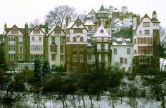 Ramsay Gardens, Edinburgh. I would LOVE to live in one these flats! Near the Castle