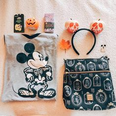 Essentials for a spoopy Disney filled day 🎃 Disney World Outfits, Disneyland Outfits, Disneyland Trip, Disney Vacations, Disney Trips, Disney Fashion, Disney Day, Disney Nerd, Disney Magic