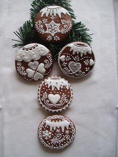 Perníček - vánoční ozdoba Gingerbread House Designs, Gingerbread Decorations, Christmas Gingerbread, Gingerbread Cookies, Sugar Cookie Royal Icing, Cookie Icing, Sugar Cookies, Christmas Kitchen, Christmas Baking