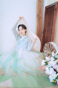 Korean Traditional Dress, Traditional Fashion, Traditional Dresses, Cute Korean, Korean Girl, Dress Outfits, Fashion Dresses, Korea Dress, Korean Hanbok