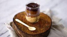 Receita com instruções em vídeo:  A incrível combinação do biscoito, caramelo e chocolate em um lindo e delicioso copinho!       Ingredientes: 1 xícaras de açúcar, 1 xícaras de creme de leite fresco,...