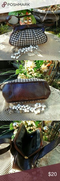"SALE!Cute small Vintage Bag Excellent condition, never used, 4 1/2"" inside zip pocket,  8 1/2 "" width ,5"" length, 6"" strap, gorgeous round closures, no scratch. SALE price is firm Aldo Bags Mini Bags"