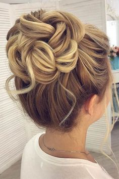 30 Awesome Wedding Bun Hairstyles Bun hairstyles are the most popular wedding hairdos. They are good for different hair length. Get inspired with our collection of wedding bun hairstyles. Cute Bun Hairstyles, Wedding Bun Hairstyles, Hairdo Wedding, Flower Girl Hairstyles, Wedding Hair And Makeup, Bridal Hair Updo High, High Updo Wedding, Hair Updos For Weddings Guest, Updos For Thin Hair
