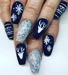 50 Voguish Christmas nails that add to the festive mood .- 50 Voguish Christmas nails that best reflect the festive mood - Christmas Gel Nails, Xmas Nail Art, Christmas Nail Art Designs, Winter Nail Art, Holiday Nails, Winter Nails, Silver Christmas, Seasonal Nails, Nail Designs For Winter