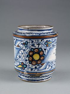 Drug jar, tin-glazed earthenware, made in Faenza, Italy, about 1500 | V&A Search the Collections