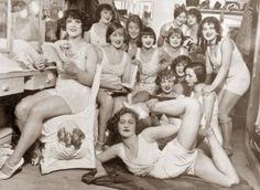 The dressing room at the Moulin Rouge (1913-1924)