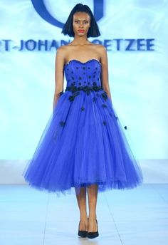 Strapless Dress Formal, Formal Dresses, Fashion Show, Gallery, Dresses For Formal, Formal Gowns, Roof Rack, Formal Dress, Gowns