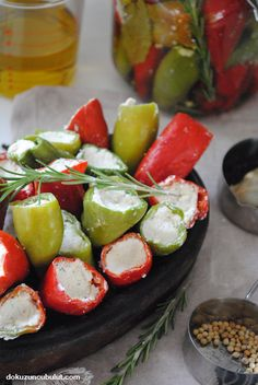 Lor peynirli biber turşusu – Sarma ve dolma tarifi – The Most Practical and Easy Recipes Peppadew Peppers, Organic Market, Breakfast Items, Caprese Salad, Organic Recipes, Tortellini, Ricotta, Pickles, Ham