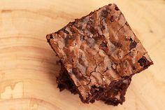 Já faço esse brownie há bastante tempo e não sei porque ele ainda não estava aqui no blog, essa receita de brownie é a nossa preferida, é ela que faço para presentear amigos e para saborear em casa. Essa é...