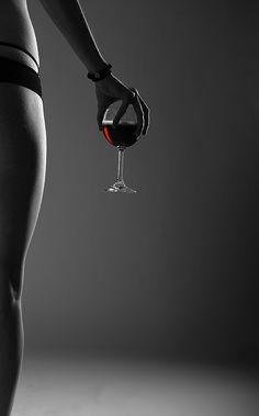 llevas el dulce en tus labios... la celebración del Amor a viva piel, te sientes Mujer Divina, sabiendo que es para siempre lo que proclamas, eres el vino de mis inspiraciones, el elixir embriagante. -10713 -