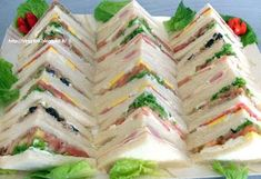 OMG, the best tramezzini in Vicenza! You can pop this little babies into your mouth all day long and still be hungry for dinner! Tapas, Ideas Sándwich, Party Food Platters, Panini Sandwiches, Choco Chips, Party Buffet, Football Food, Antipasto, Creative Food