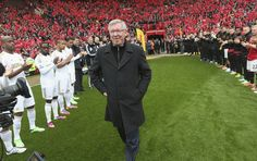 Manchester United and Swansea players form a guard of honour for Sir Alex Ferguson's final game at Old Trafford as @manutd manager.