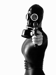hushaby:  Kamera worK: Mascaras de gas y cascos retro