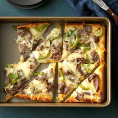 Philly Cheese Steak Pizza I top crescent roll crust with deli beef, mozzarella cheese and sauteed veggies. The quick combination offers the terrific taste of the traditional sandwich in a fun new way. Pizza Recipes, Beef Recipes, Dinner Recipes, Cooking Recipes, Burger Recipes, Recipies, Skillet Recipes, Cooking Gadgets, Healthy Recipes