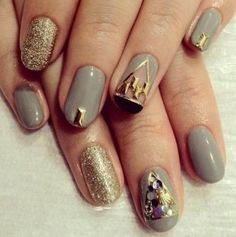 17 Eye-Catching Nail Designs With Gold Glitter